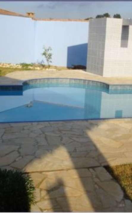 Piscinas com bordas e pisos em pedra natural - Foto: 1