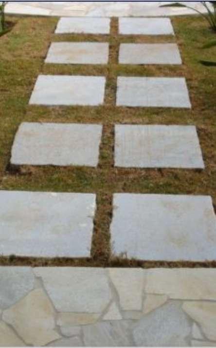 Piscinas com bordas e pisos em pedra natural - Foto: 6