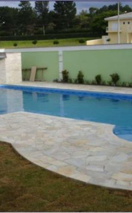 Piscinas com bordas e pisos em pedra natural - Foto: 4