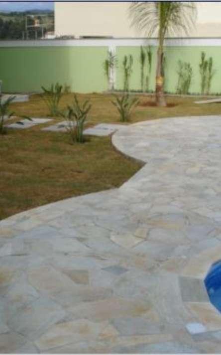 Piscinas com bordas e pisos em pedra natural - Foto: 5