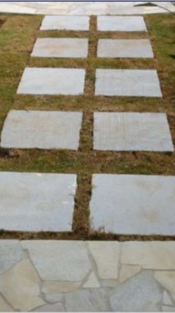 Foto: Piscinas com bordas e pisos em pedra natural