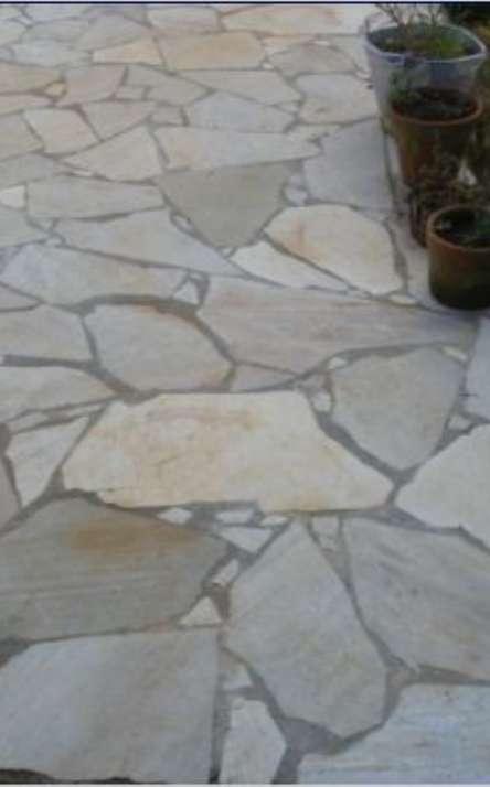 Piscinas com bordas e pisos em pedra natural - Foto: 3